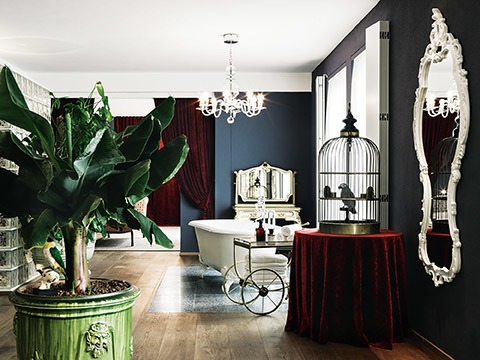 gf_grande_suite_2_bathroom_area_antique_dressing-_table_lobmeyr_chandelier_glass_block_shower_enclosure_on_the_left_53926