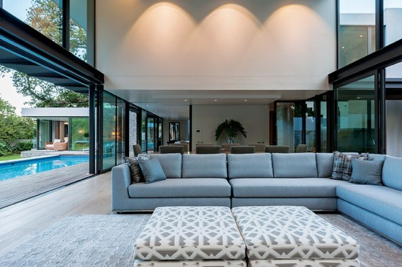 Tall glass panels obviate the use of steel beams, and glass doors retract to open up the living area – and flow to the outside entertainment area.