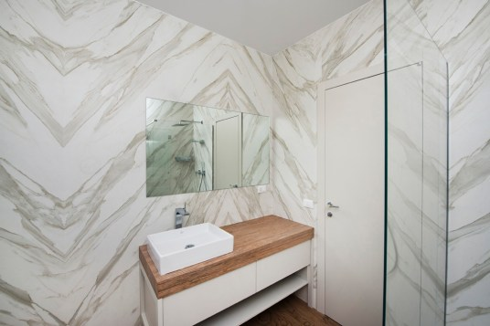 Bathroom Walls; Neolith Calacatta Gold Silk, Bathroom Floor Neolith La Boheme B01; Vanity Top Neolith La Boheme B02