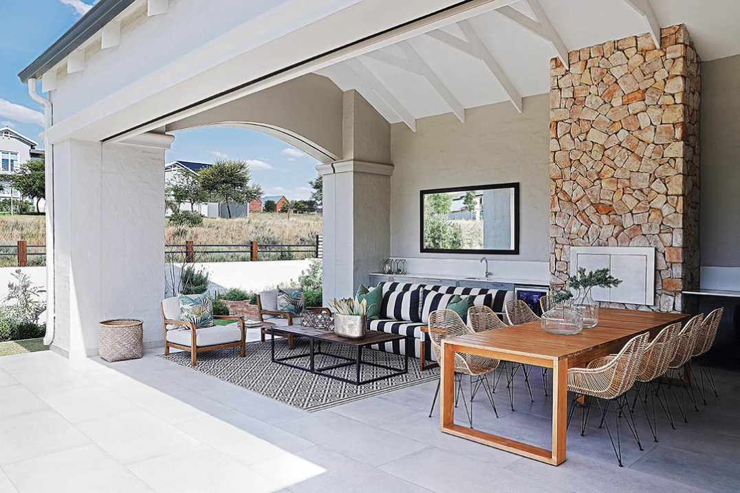 'Contemporary farmhouse' is an interesting concept. Certainly, this architecture characterises the South African vernacular in being light and airy with excellent indoor / outdoor flow.