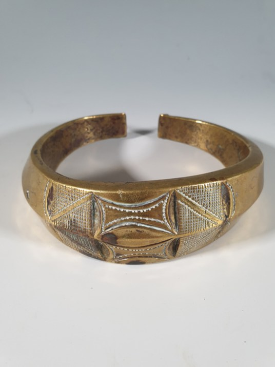 Ian Shaw A fine brass neck ring from the Fang people of Gabon early 20th century 13 cm diameter Price £1,400