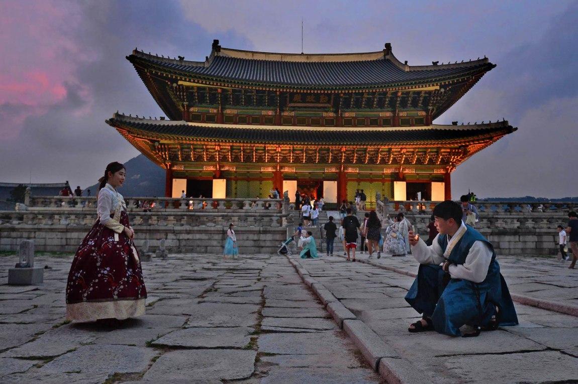 Gyeongbokgung Hanbok couple