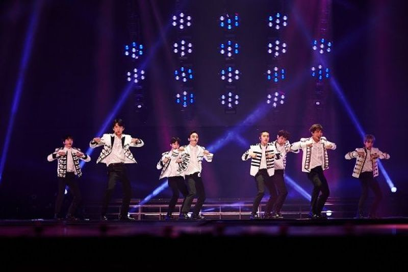 EXO, a total of 66,000 people mobilized 'Catching eyes and ears happy festival'