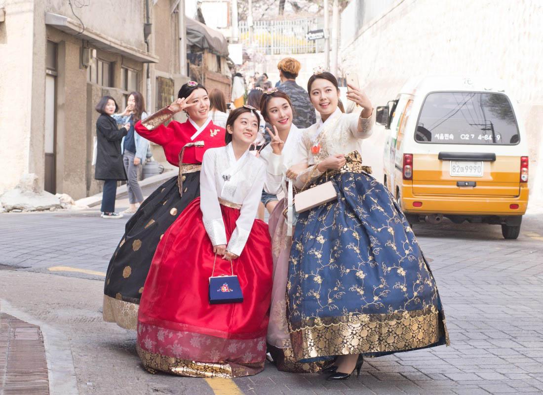 Traditional Hanbok vs Themed Hanbok