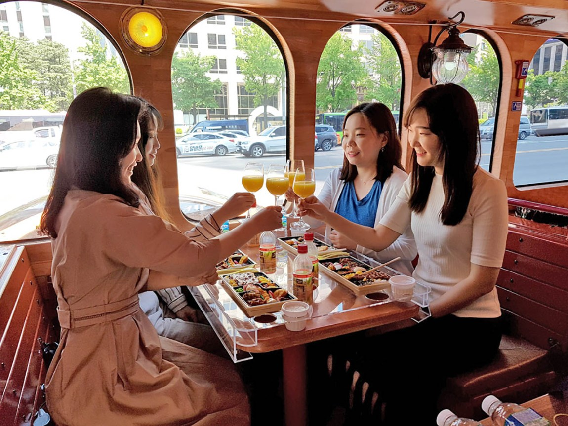 Bus-taurant, Seoul City Tour Bus offers on-board dining