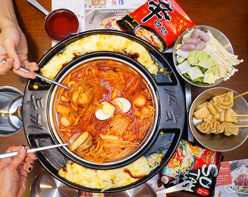 "All You Can Eat Tteokbokki In Korea! Tteokbokki Buffet ""Dookki"""