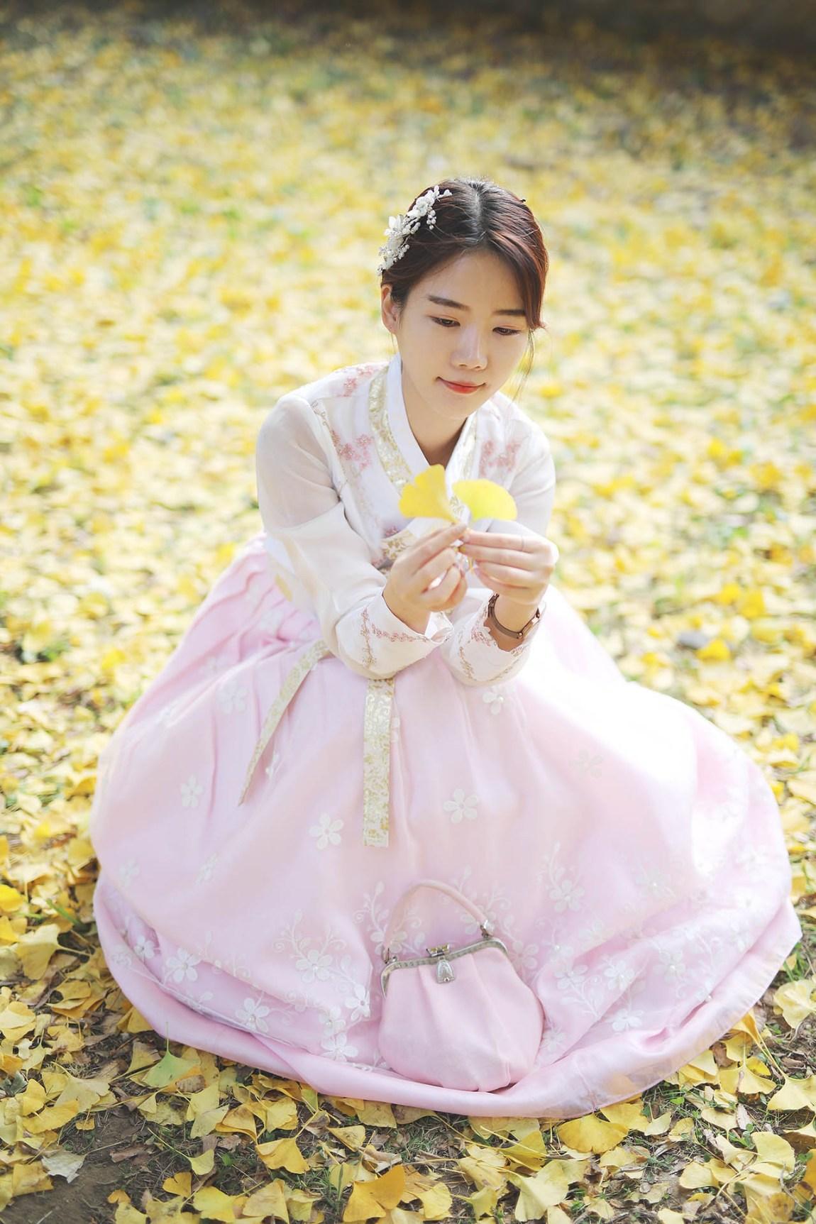 #1 travel destination to enjoy autumn foliage - 'Hyanggyo' of Jeonju Hanok Village