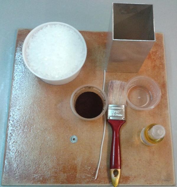 Materiales para hacer velas de hielo.