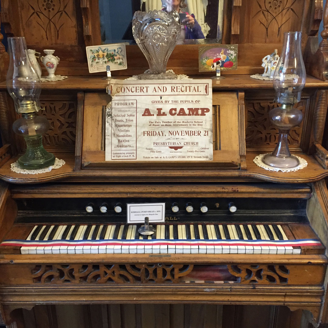 vintage electric piano with oil lanterns