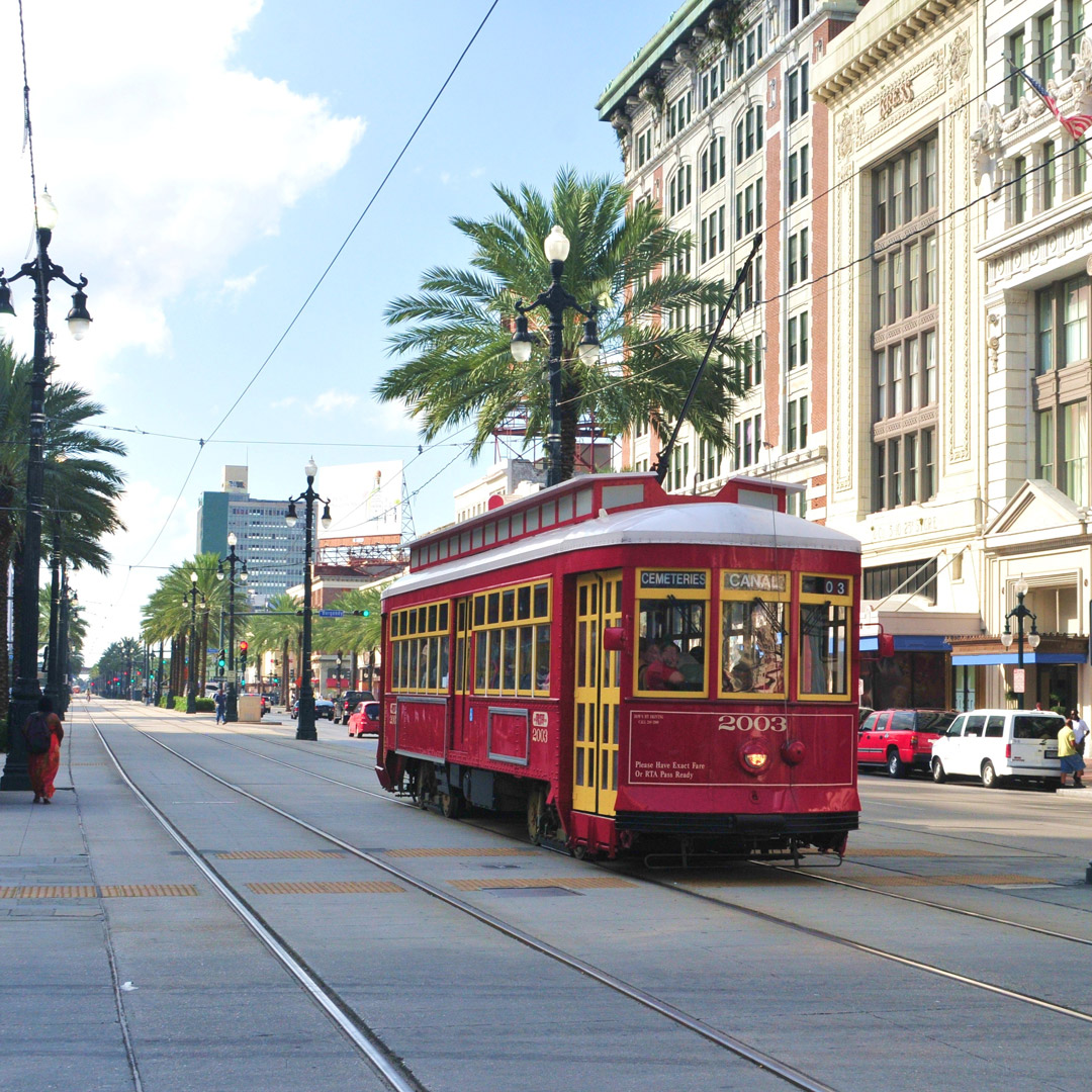 streetcar traveling in New Orleans