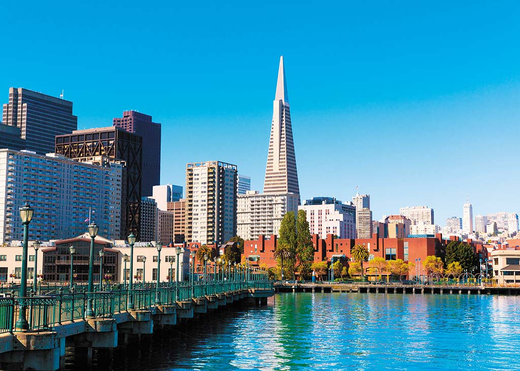 View of downtown San Francisco's skyline with pyramid building