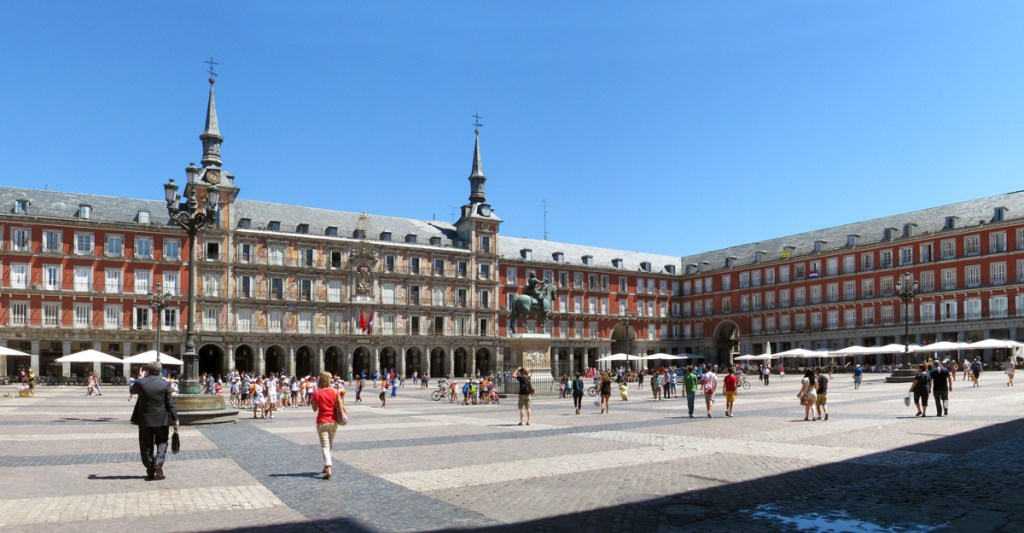 panoramic view of a large square with people walking in madrid