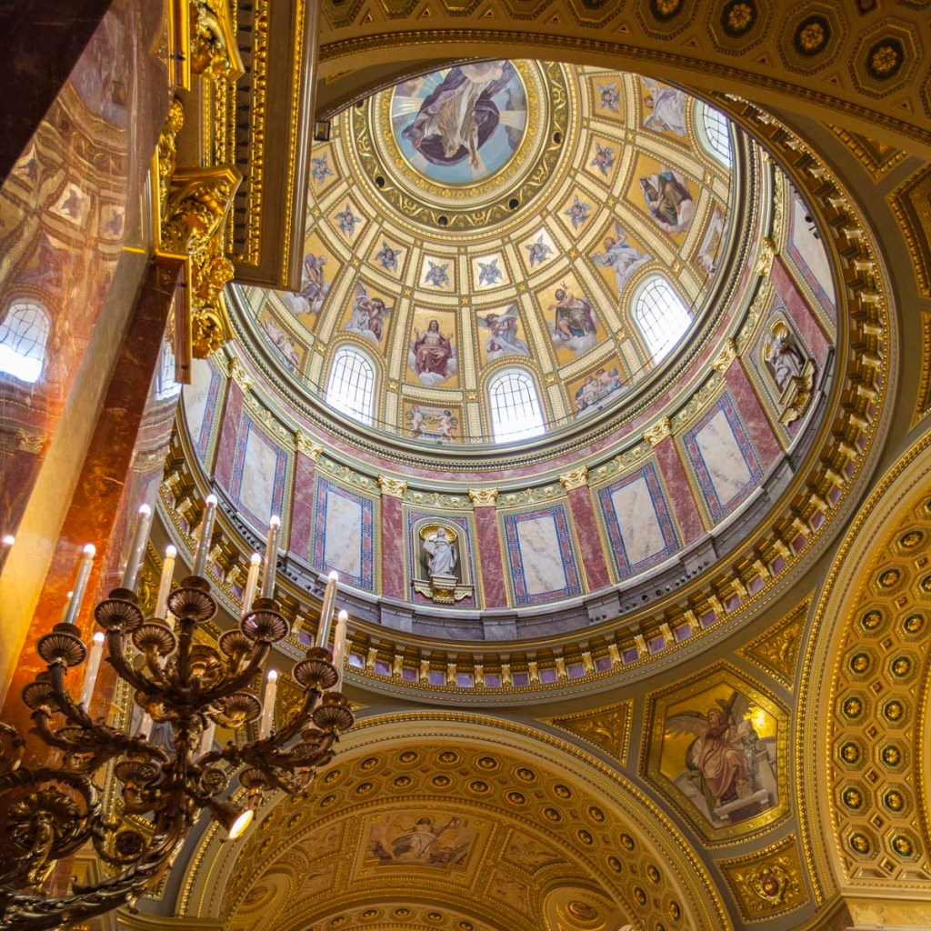 Gold dome ceiling, decorated with statues and paintings.