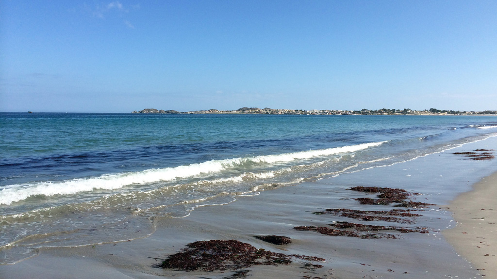Photo of Playa Las Machas with blue waters and clear skies