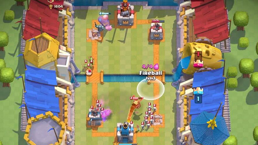 Play Clash royale for free with friends