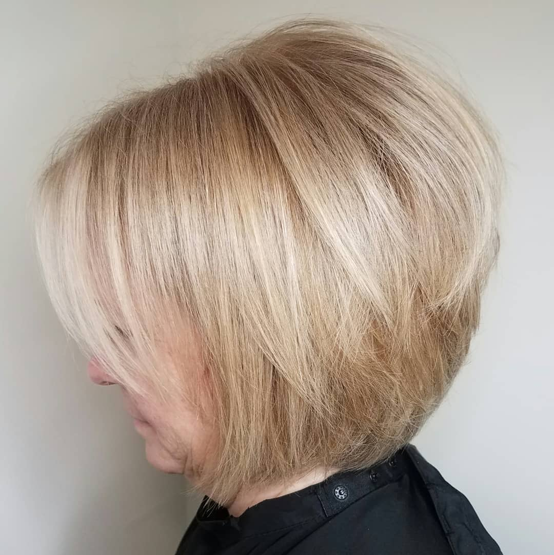 Voluminous Straight Blonde Bob for Thin Hair