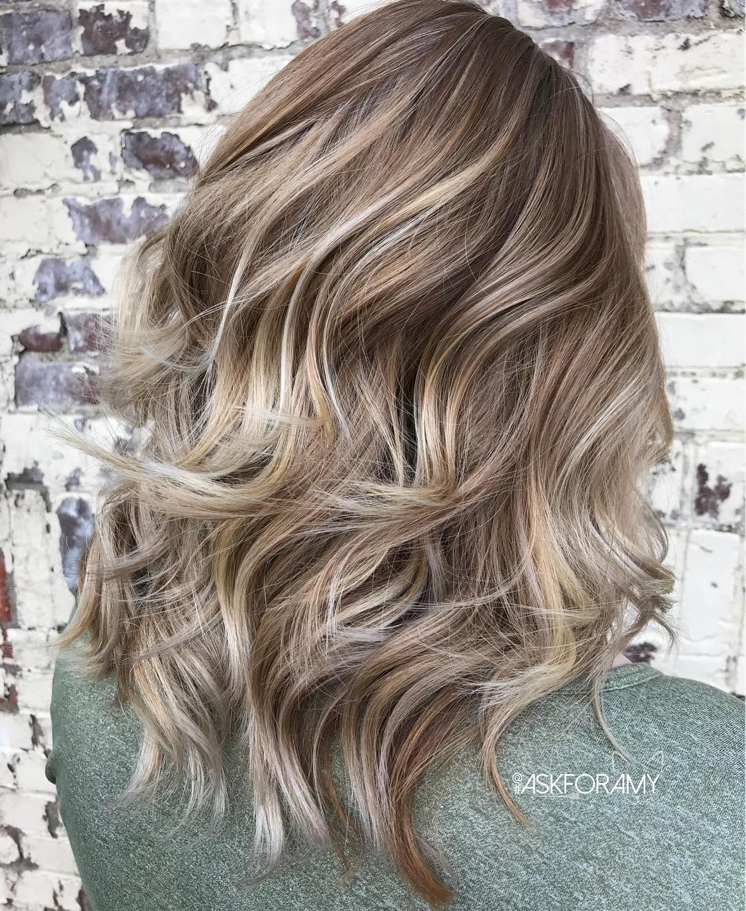 Mid-Length Bronde Wavy Layered Hairstyle