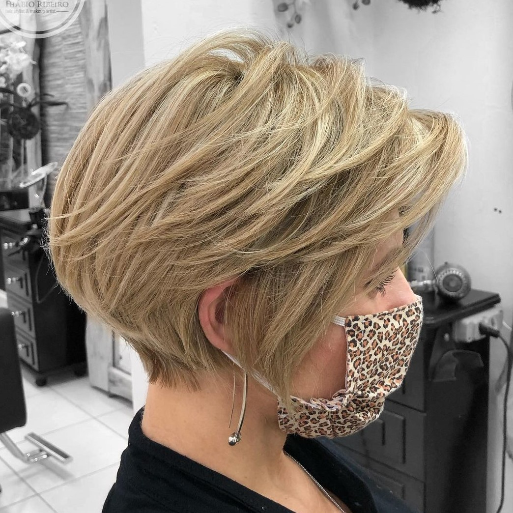 18 Best Short Hairstyles for Thick Hair in 18   Hair Adviser