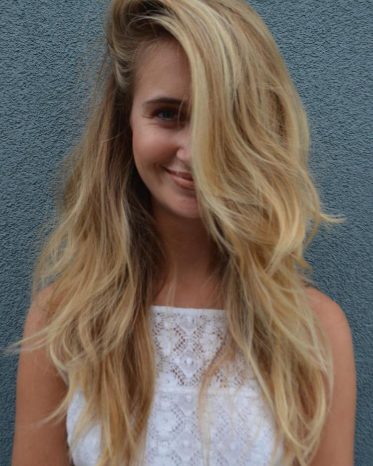 side part hairstyle to look taller woman