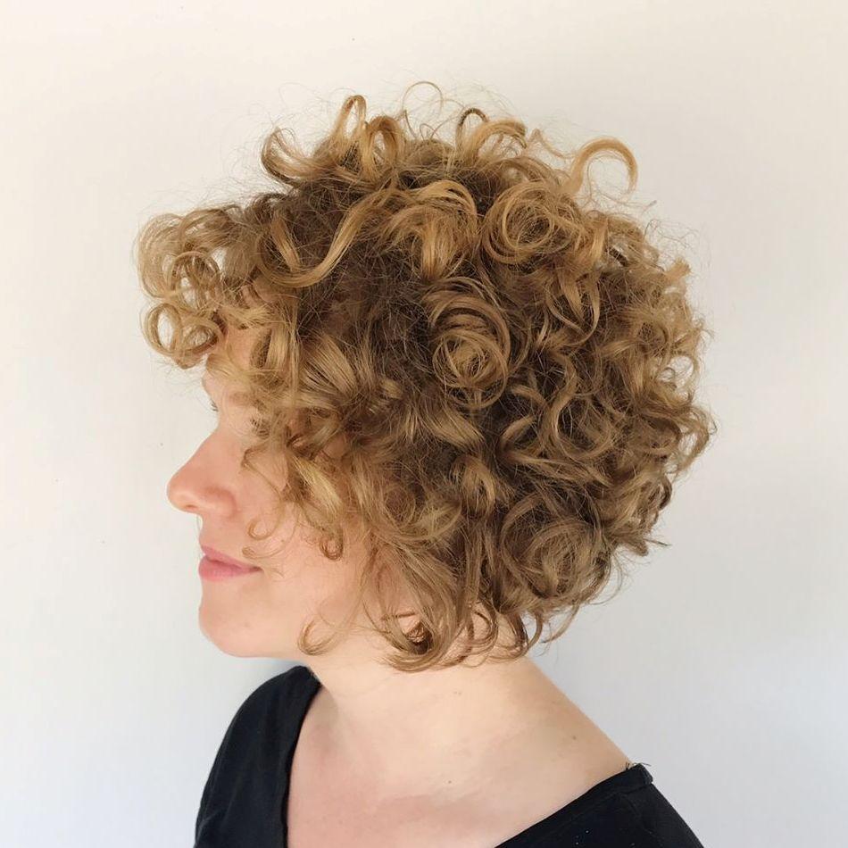 Beautiful Short Wavy Haircut