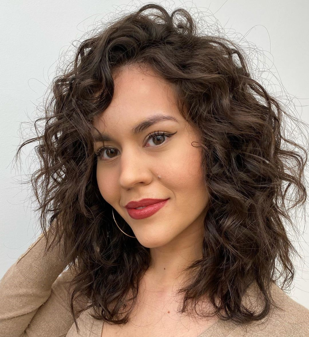 Shoulder-Length Hairdo for Curly Hair