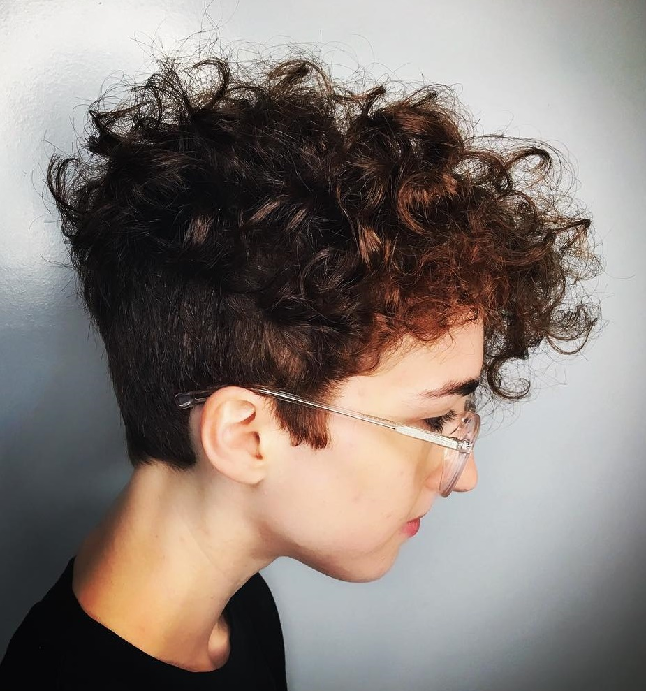 Short Hairstyles For Curly Hair Women 71
