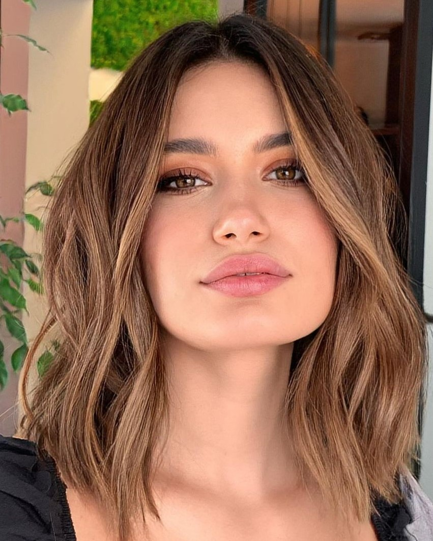 Wavy Collarbone Haircut for a Square Face