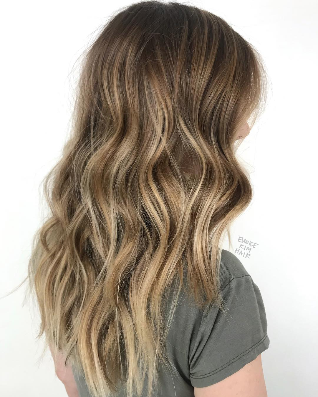 Wavy Brown Hair with Thick Blonde Highlights
