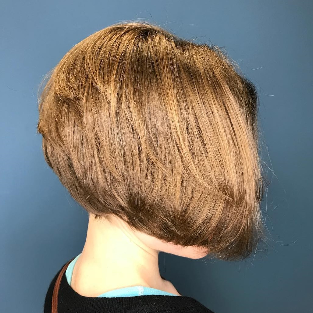 Stacked Jaw-Length Bob with Layers