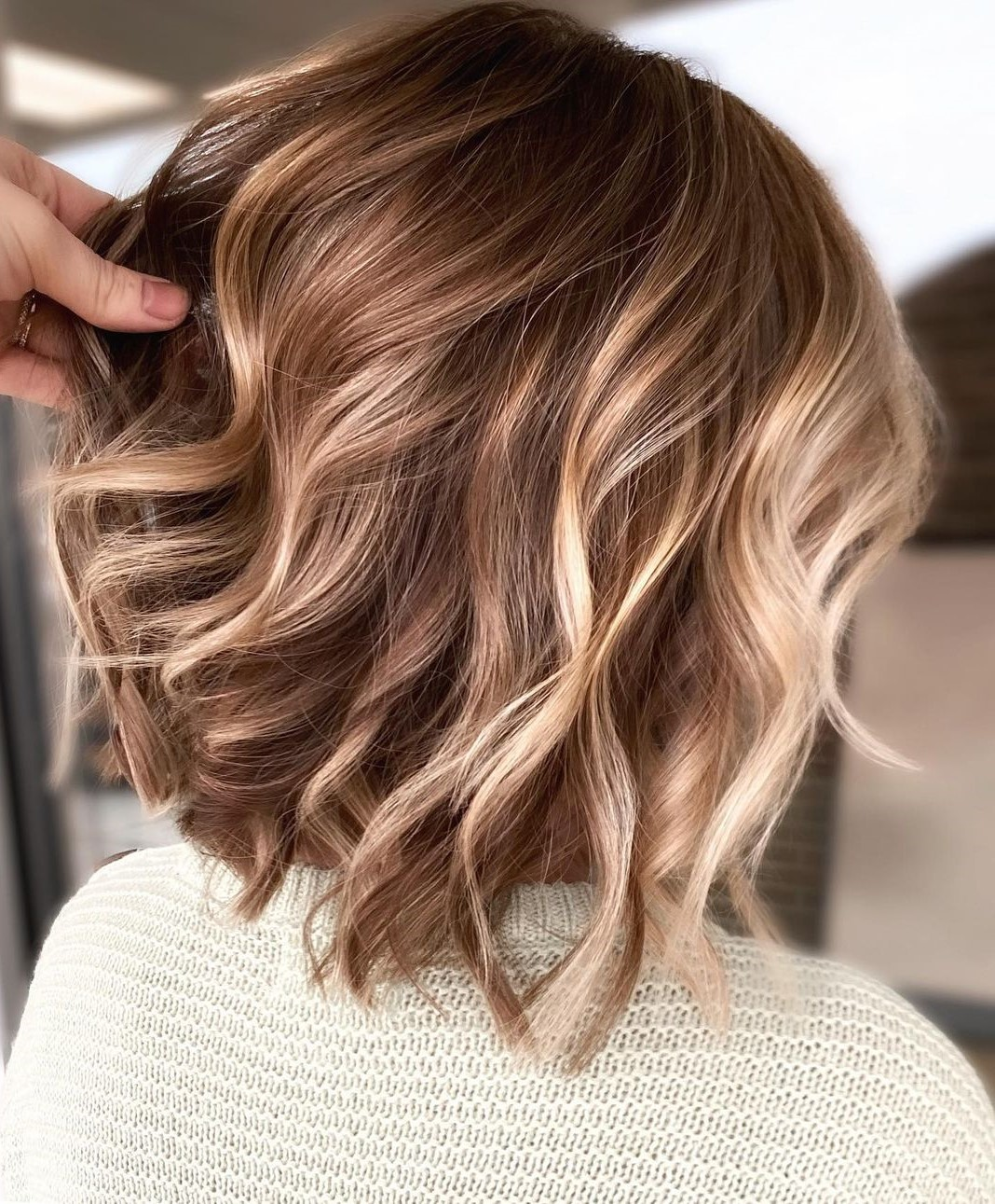 Inverted Lob for Wavy Hair