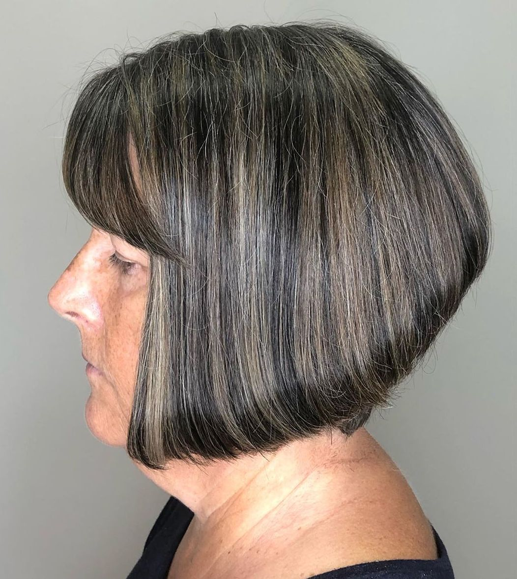 Stacked Haircut for a Round Face