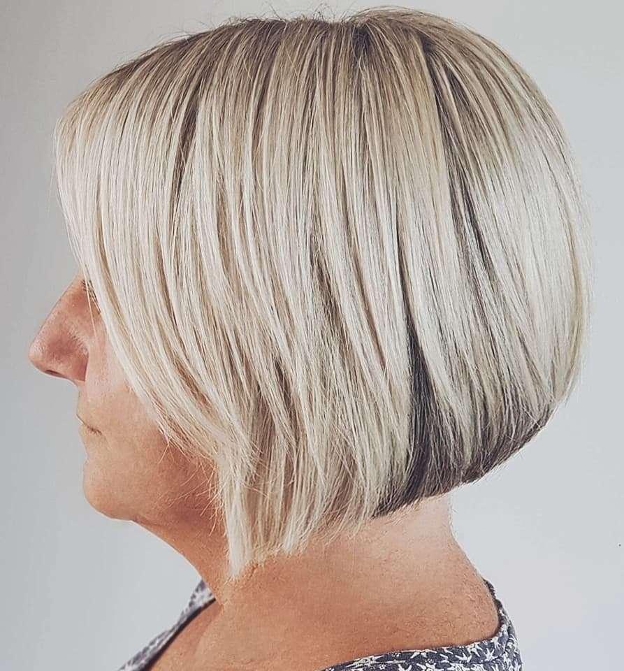 Cute Smooth Blonde Bob Haircut for Short Hair