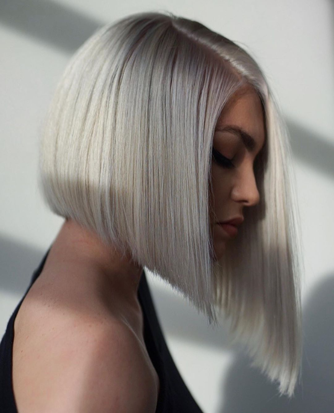 Sleek Platinum Blonde Swing Bob