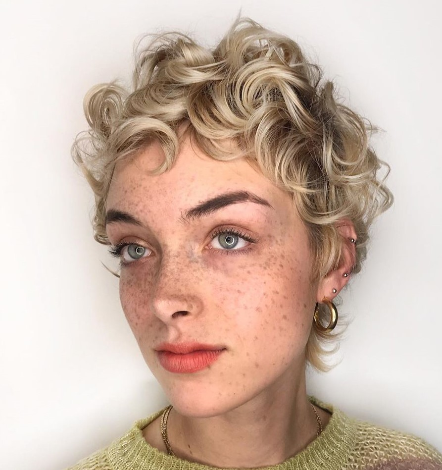 Cute Short Haircut for Fine Curly Hair