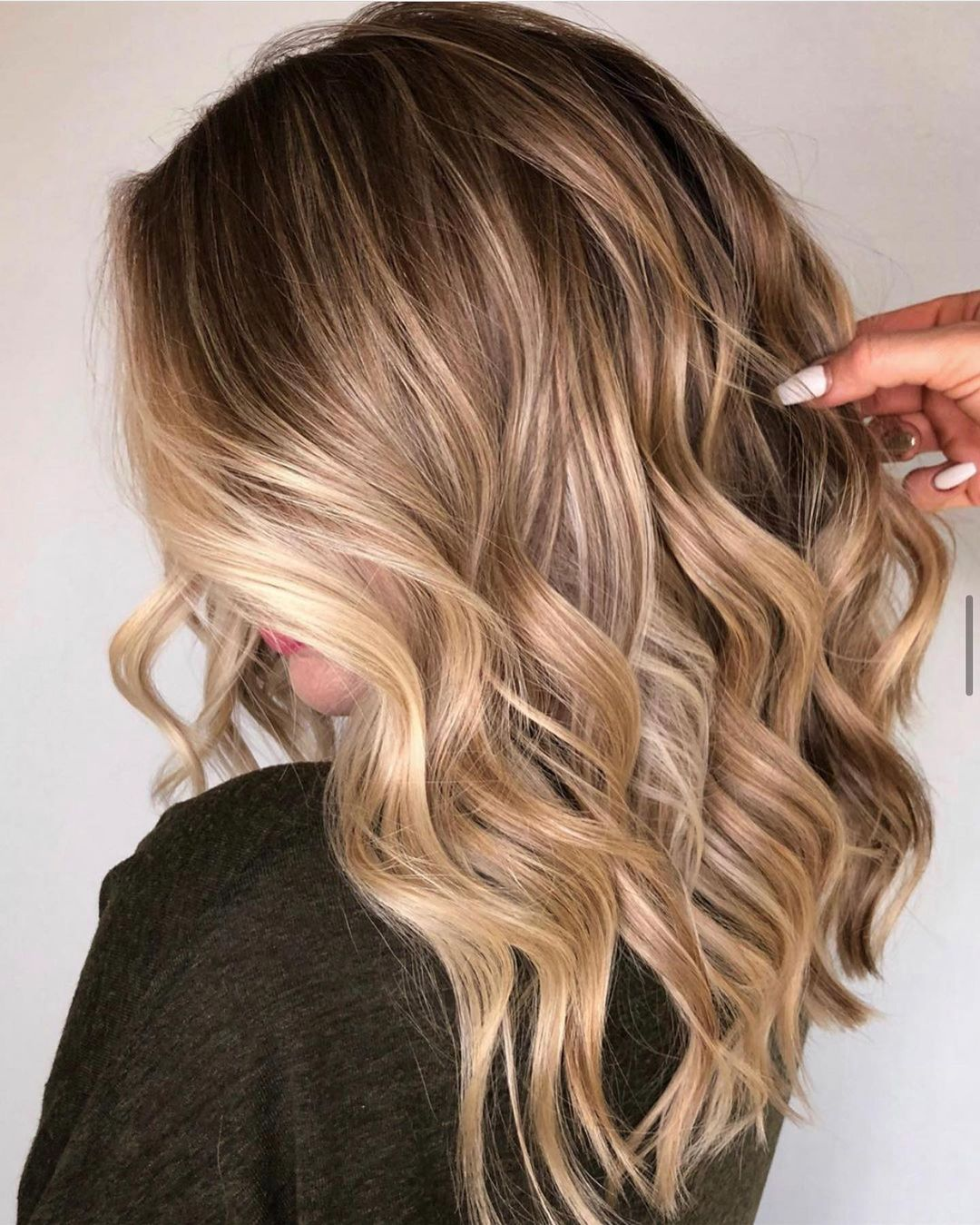 Almond Balayage with Blonde Money Pieces