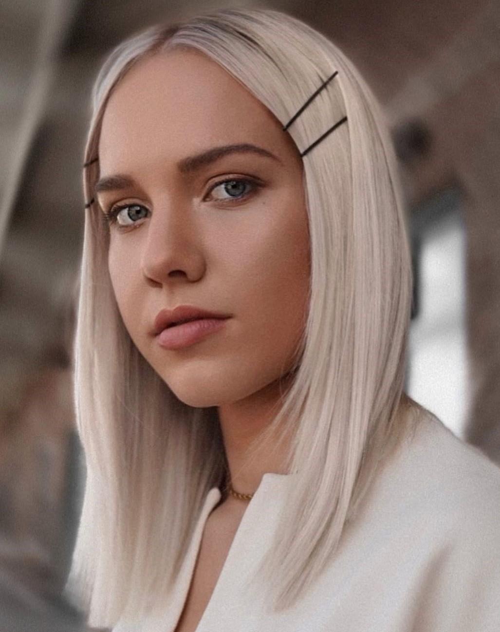 Medium-Length Straight Hairstyle