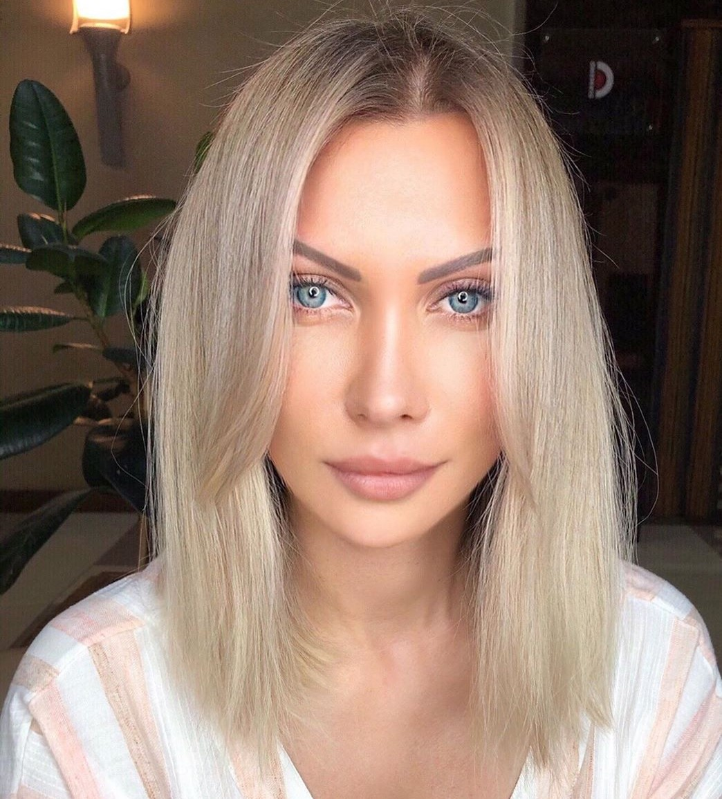 Blonde Hairstyle with Dark Roots