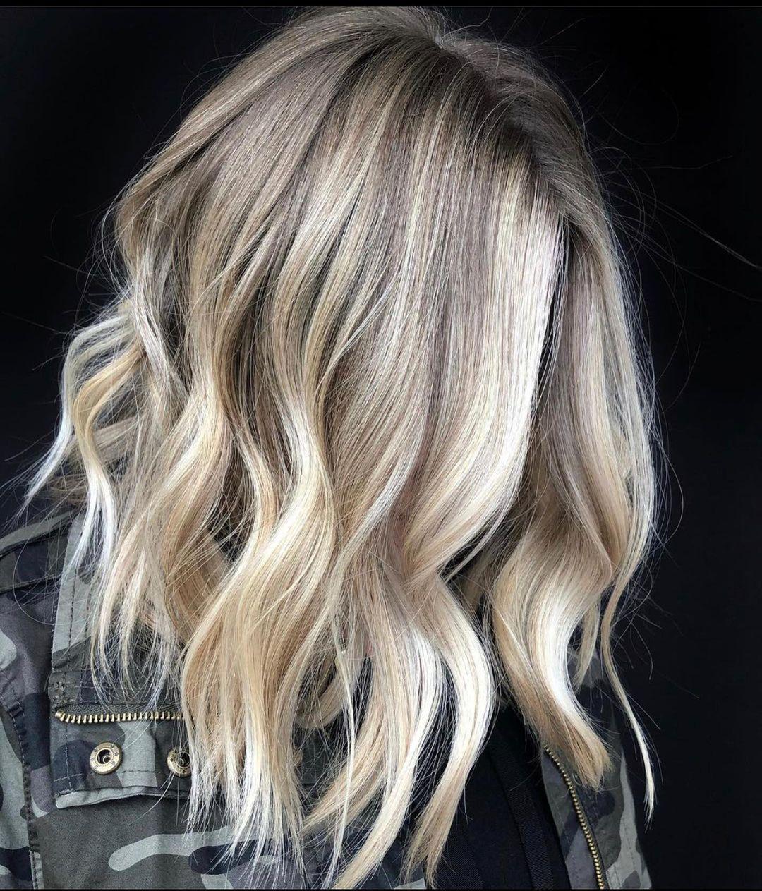 Voluminous Lob with Blonde Highlights