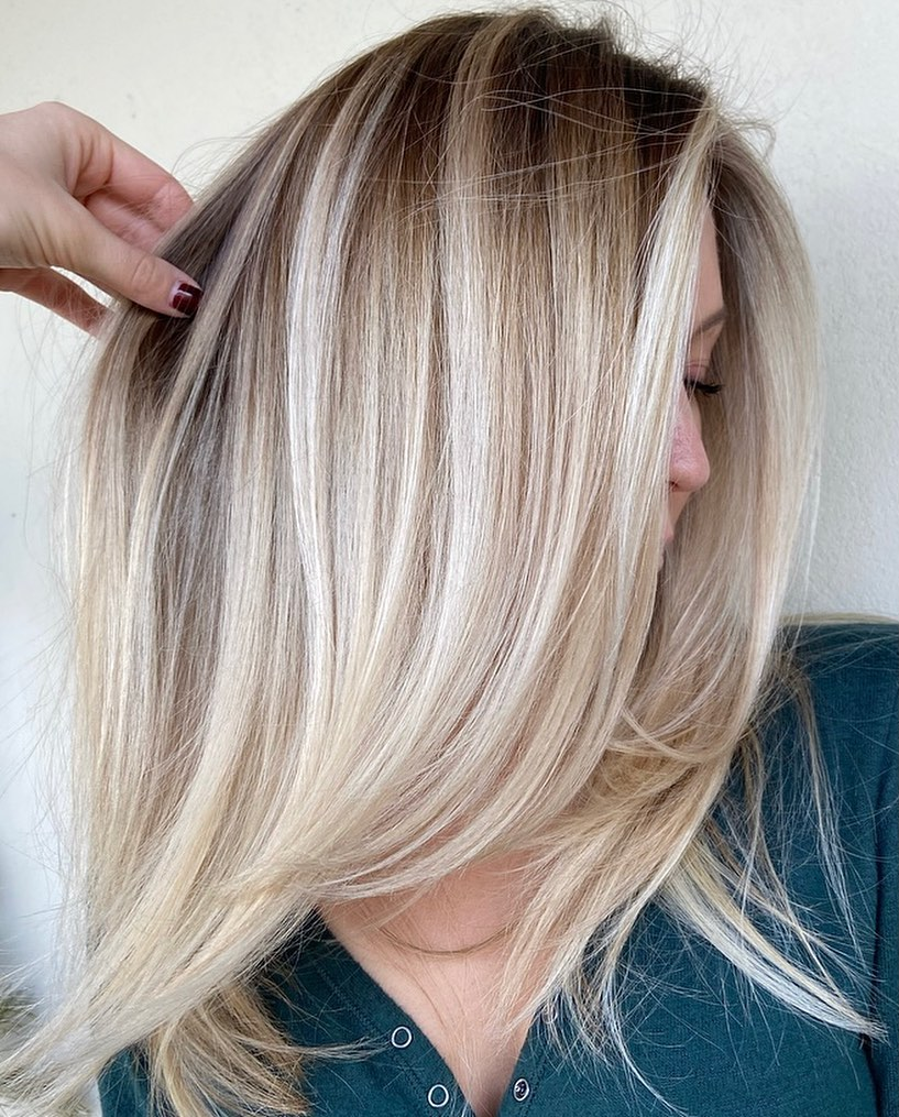 Straight Hair with Blonde Balayage Highlights