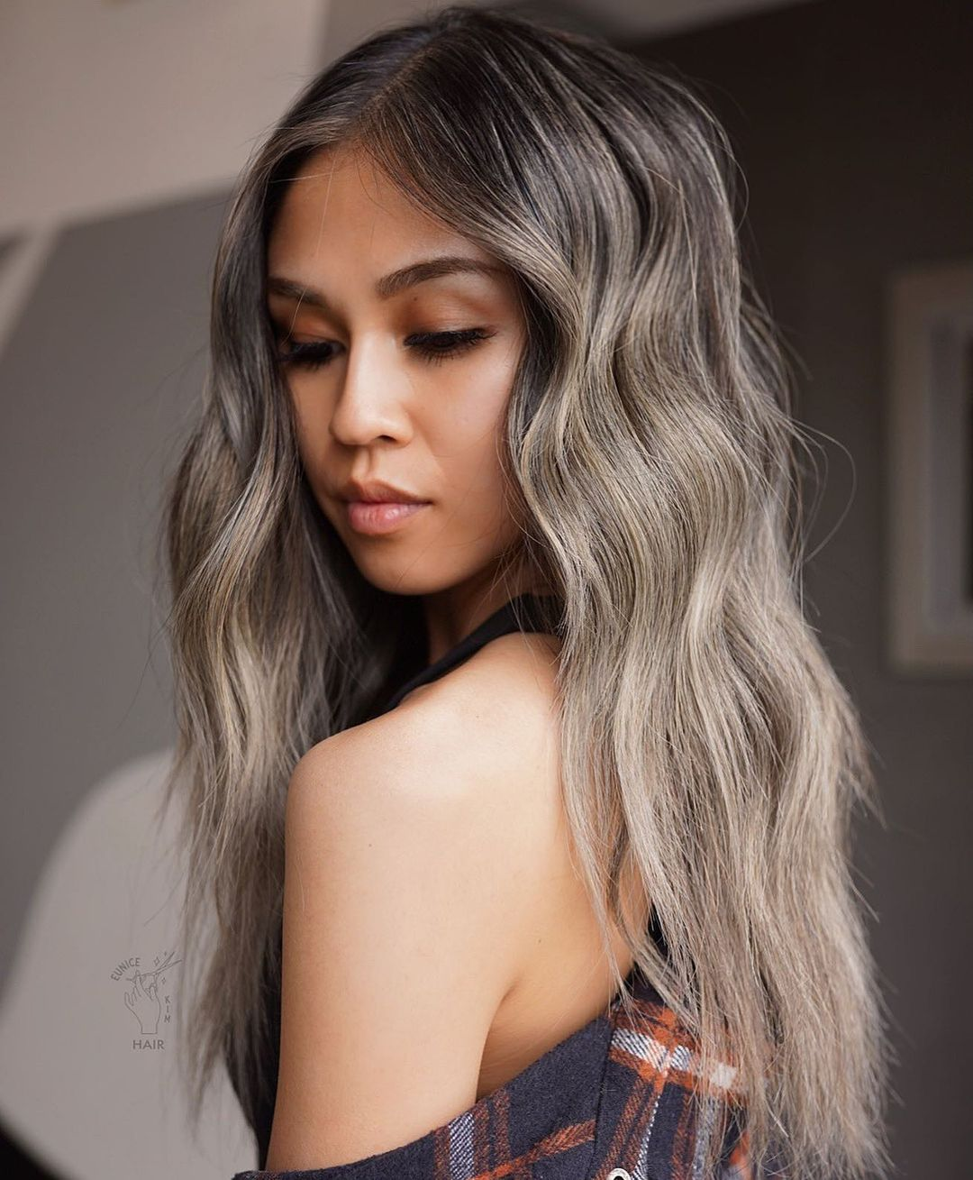 Elegant Ash Bronde Hairstyle with Shadow Root