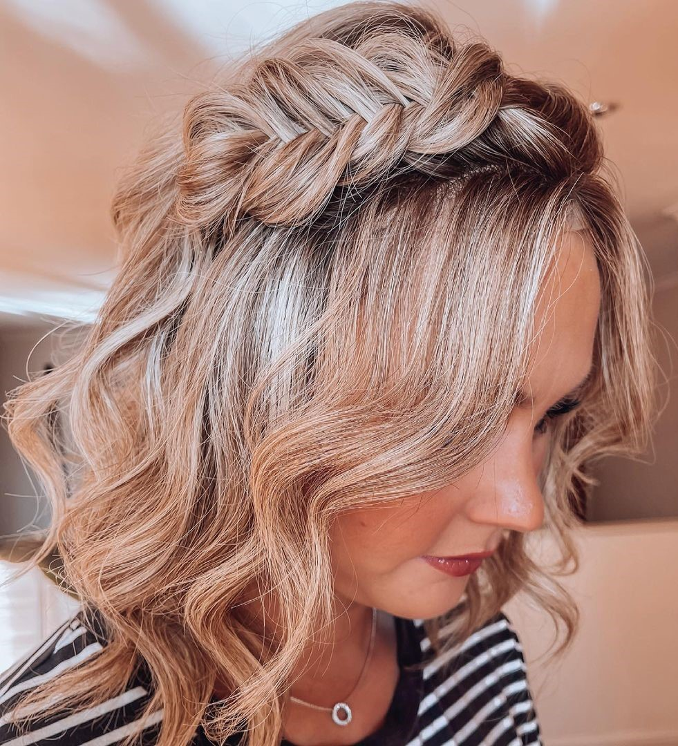 Short Wavy Hairstyle with a Braid