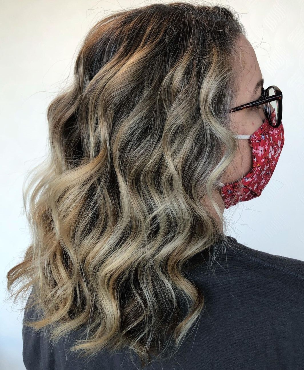 Over 50 Curly Hairstyle with Lowlights
