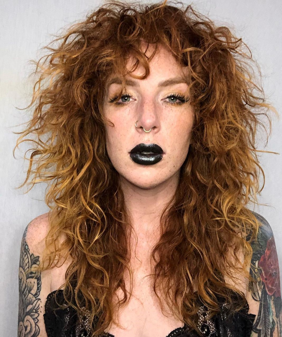 Curly Hairstyle with Bangs for a Thin Face