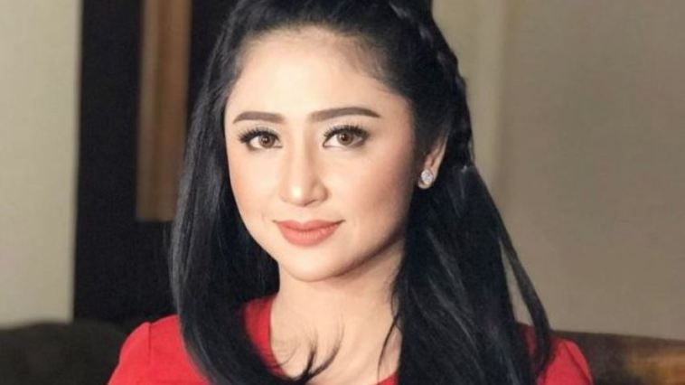 Terkait insiden terobos jalur busway, Dewi Persik diperiksa polisi