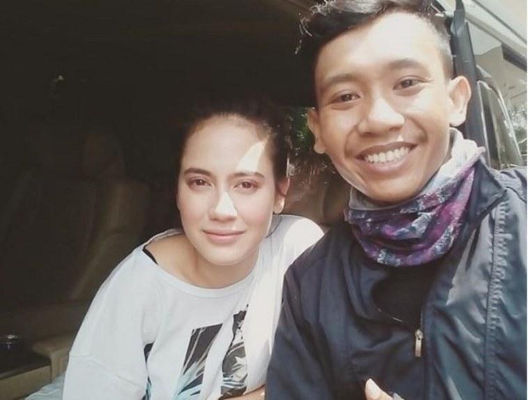 Dapat orderan dari Pevita Pearce, kisah driver ojol di Surabaya ini kocah abis, menang banyak lu bro!