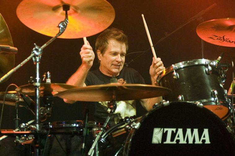 Drummer band Mr. Big, Pat Torpey meninggal dunia di usia 64 tahun