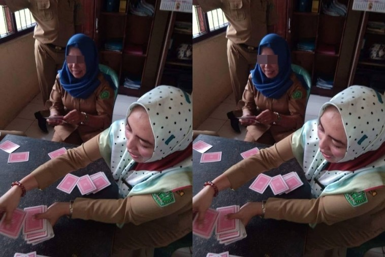 Viral ibu-ibu diduga PNS main kartu, netizen jadi dua kubu
