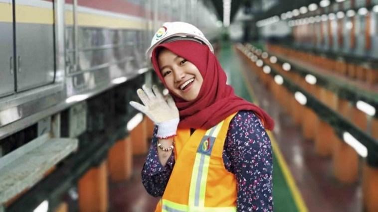 Muda dan cantik, sosok masinis MRT ini bikin klepek-klepek