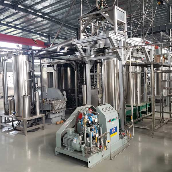 Components of supercritical CO2 extraction machine