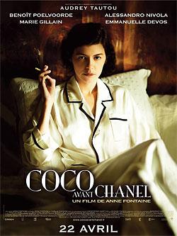 'Coco Chanel' i pyjamas med cigarett